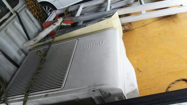 室外機ベランダ吊りエアコン取り外し回収