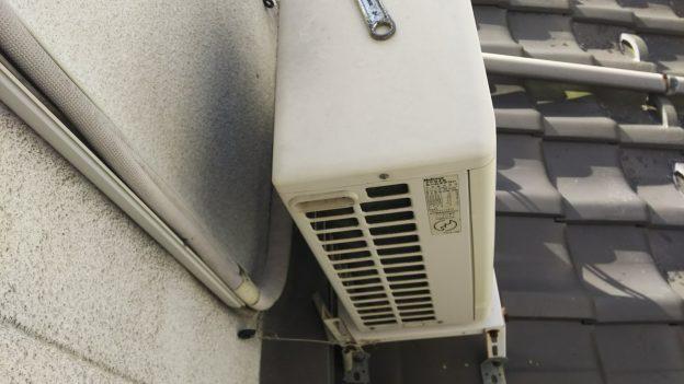 屋根上にエアコン室外機